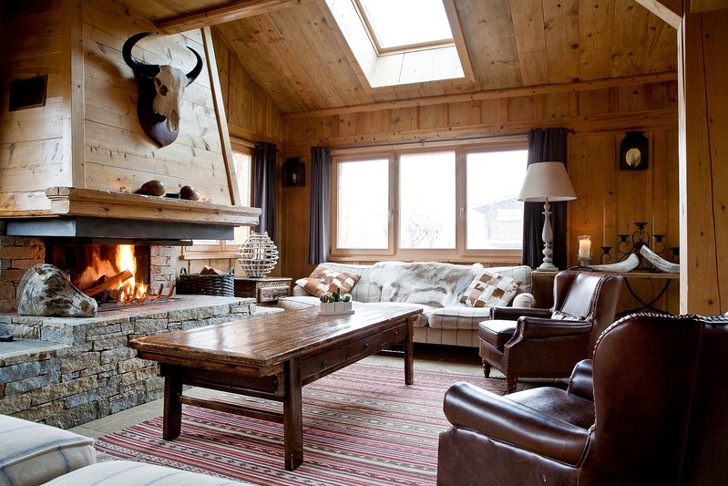 The spacious sitting area with log fireplace