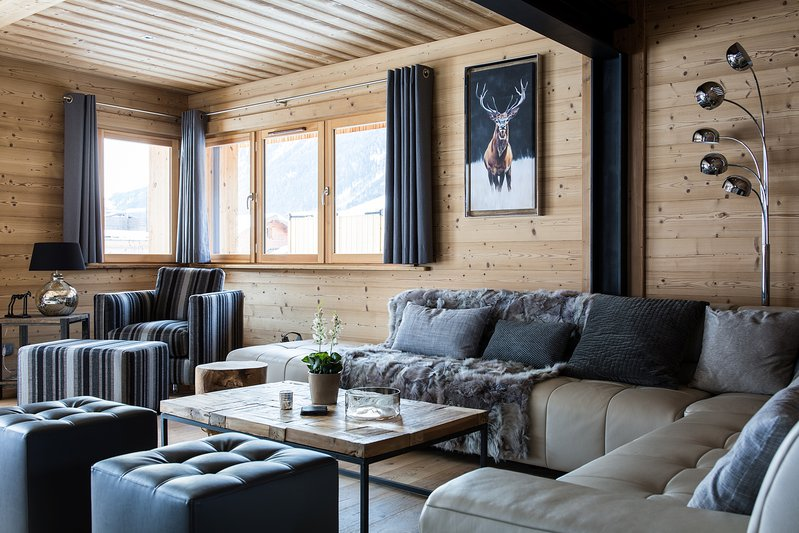 The comfortable living area in the chalet